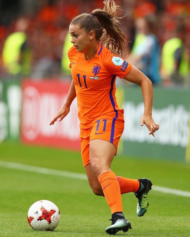 """""""Messi nữ"""" Lieke Martens - Cầu thủ gợi cảm nhất thế giới là ai? - Ảnh 5."""
