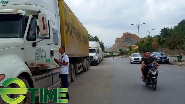Dịch covid-19, cửa khẩu Lạng Sơn tồn mỗi ngày hơn 500 xe nông sản xuất khẩu  - Ảnh 1.