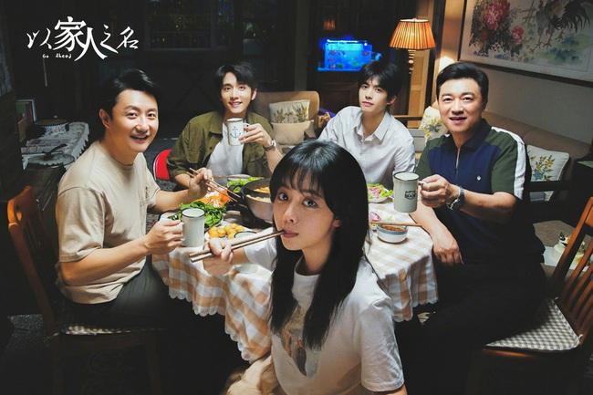 """""""Nữ thần thanh xuân thế hệ mới"""" của Trung Quốc """"chặt đẹp"""" hai đàn em nổi tiếng trong phim mới - Ảnh 1."""