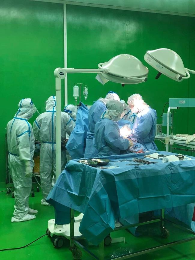 Bác sĩ kể lại giây phút mổ bắt con cho sản phụ nhiễm Covid-19 ở Đà Nẵng - Ảnh 3.