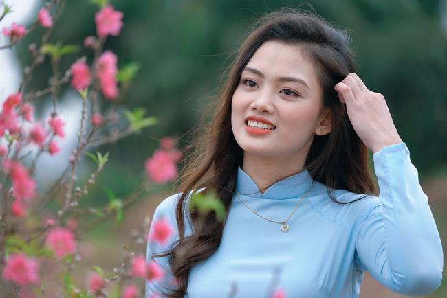 Ngẩn ngơ trước vẻ xinh đẹp của chuyền hai Nguyễn Thu Hoài trong tà áo dài - Ảnh 5.