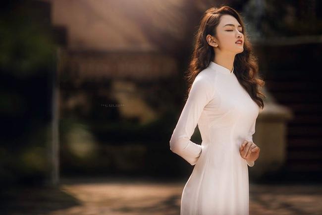 Ngẩn ngơ trước vẻ xinh đẹp của chuyền hai Nguyễn Thu Hoài trong tà áo dài - Ảnh 13.