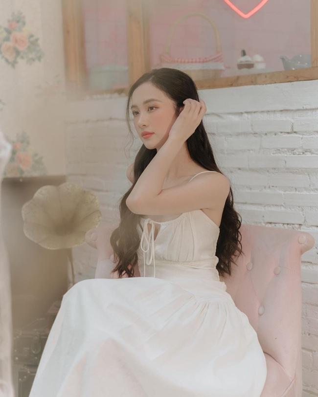 Ngọc Trinh thích thú hôn trai lạ, Chi Pu nhảy gợi cảm ăn mừng - Ảnh 7.