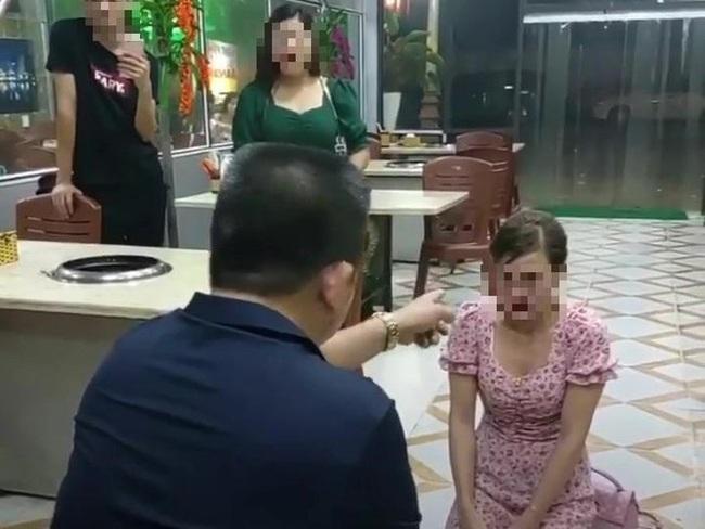 Vụ cô gái bị ép quỳ ở Bắc Ninh: Báo động về ảo tưởng quyền lực - Ảnh 1.
