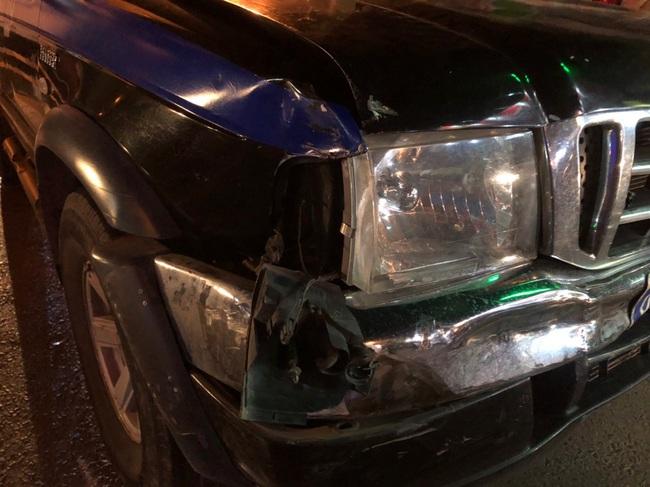 Bị truy bắt, kẻ trộm ô tô Mazda CX5 tông vào hàng loạt xe  sát, phương tiện đi đường - Ảnh 2.