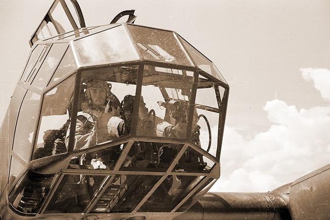Chết ngất với ý tưởng thiết kế máy bay trong CTTG 2 - Ảnh 4.