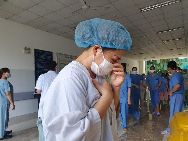 Bệnh viện cuối cùng tại Đà Nẵng dỡ phong tỏa, nhiều y - bác sĩ bật khóc - Ảnh 3.