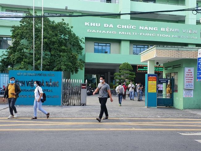 Bệnh viện cuối cùng tại Đà Nẵng dỡ phong tỏa, nhiều y - bác sĩ bật khóc - Ảnh 7.