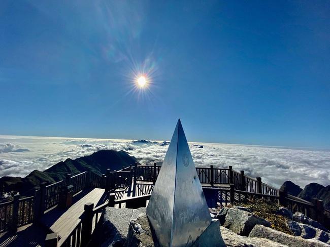 Bình yên mùa Vu Lan trên đỉnh thiêng Fansipan - Ảnh 8.