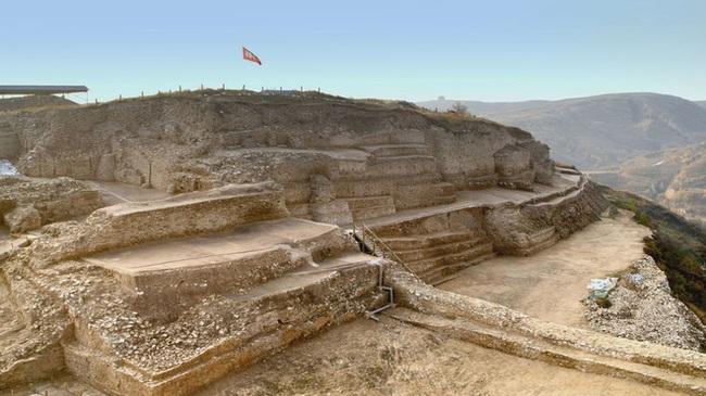 Khai quật mật thất niên đại 4.300 năm, thứ bên trong khiến nhà khảo cổ phải rùng rợn - Ảnh 2.