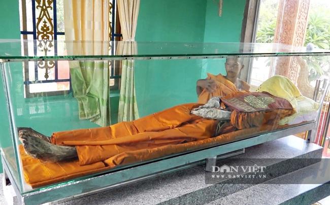 Chuyện lạ: Di hài nhà sư còn nguyên vẹn sau 6 năm chôn cất - Ảnh 1.