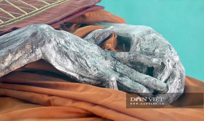 Chuyện lạ: Di hài nhà sư còn nguyên vẹn sau 6 năm chôn cất - Ảnh 7.