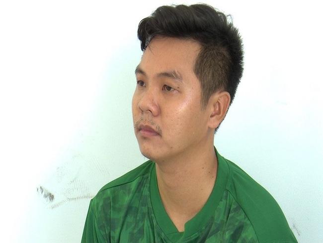 2 vợ chồng đứng mặc áo mưa bên lề đường bị xe tông chết ở An Giang:  Do tài xế ngủ gật - Ảnh 1.