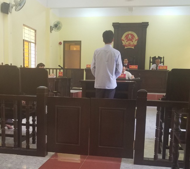 Thầy giáo ở Hậu Giang bị tố trù dập khiến 1 học sinh có biểu hiện tâm thần: Toà bác đơn khởi kiện - Ảnh 1.