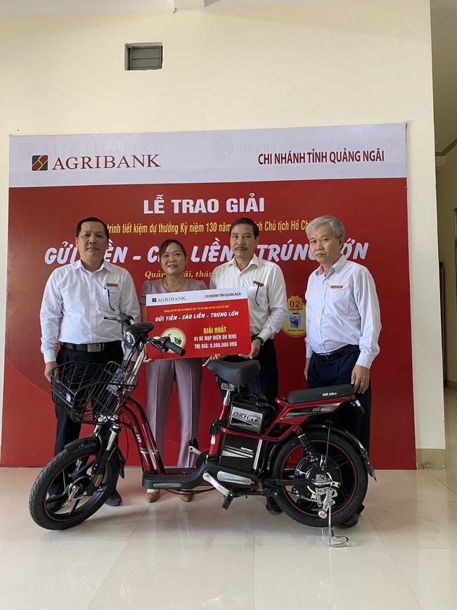 Agribank Quảng Ngãi: Trao thưởng tổng trị giá trên 300 triệu đồng cho khách hàng gửi tiết kiệm - Ảnh 2.