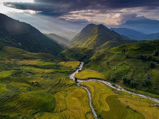 Lào Cai: Không ngờ chân núi Ngũ Chỉ Sơn lại có ruộng bậc thang đẹp mê mẩn thế này  - Ảnh 6.