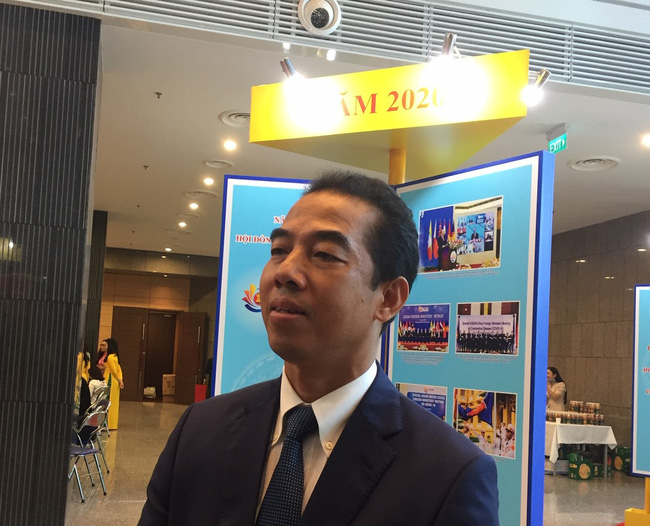 Thứ trưởng Ngoại giao giải thích vì sao các chuyến bay đưa người Việt về từ vùng dịch giá vé cao - Ảnh 1.