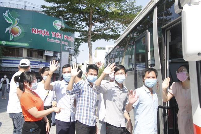 Đà Nẵng đưa 62 y - bác sĩ thuộc đoàn hỗ trợ của tỉnh Bình Định, Thừa Thiên – Huế đã rời thành phố - Ảnh 3.