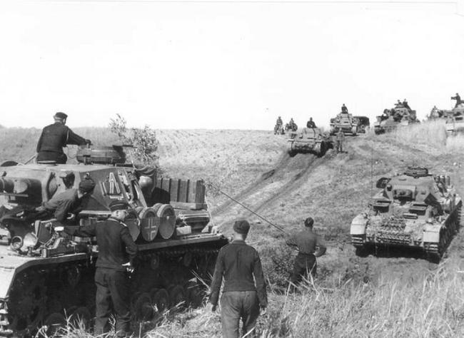 700 xe tăng Đức khiến 3.500 xe tăng Liên Xô thảm bại thế nào? - Ảnh 1.