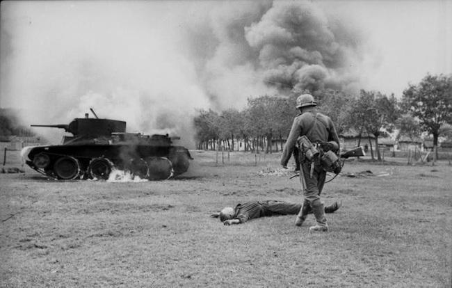 700 xe tăng Đức khiến 3.500 xe tăng Liên Xô thảm bại thế nào? - Ảnh 7.