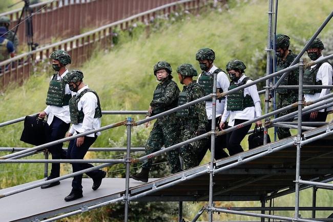 Lo sợ Trung Quốc, Đài Loan gấp rút cải tổ quân đội - Ảnh 2.
