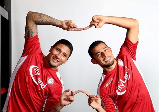 Hai tiền đạo người Costa Rica