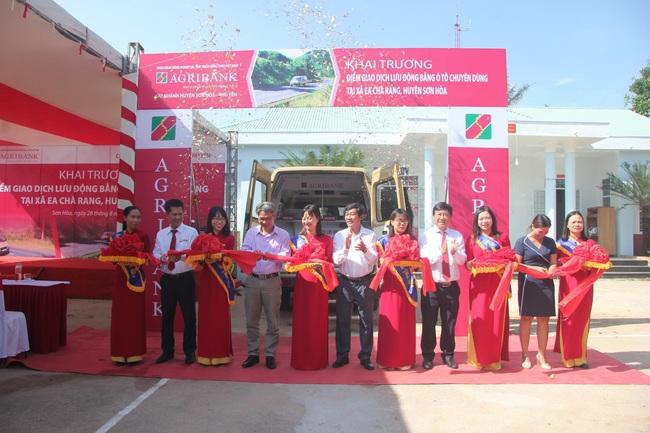 Agribank Phú Yên: Khai trương điểm giao dịch lưu động bằng ô tô chuyên dùng tại xã Ea Chà Rang - Ảnh 1.