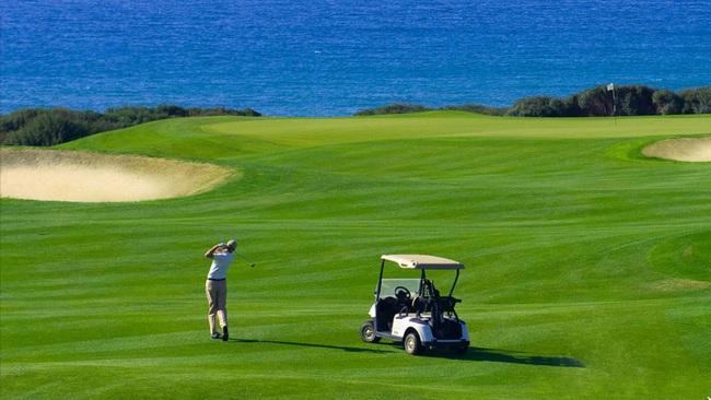 Đà Nẵng cấp phép cho Vinacapital xây sân golf 36 lỗ gần 1.200 tỷ đồng - Ảnh 1.