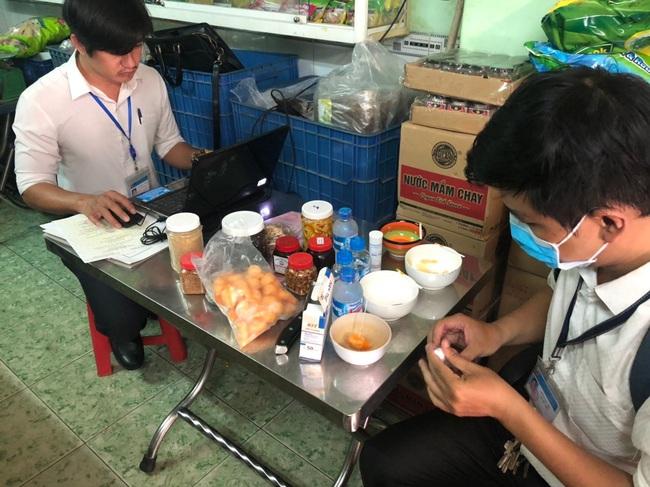Ăn pate Minh Chay bị ngộ độc, hàng loạt cơ sở kinh doanh sản xuất đồ chay tại Đồng Nai bị kiểm tra - Ảnh 2.