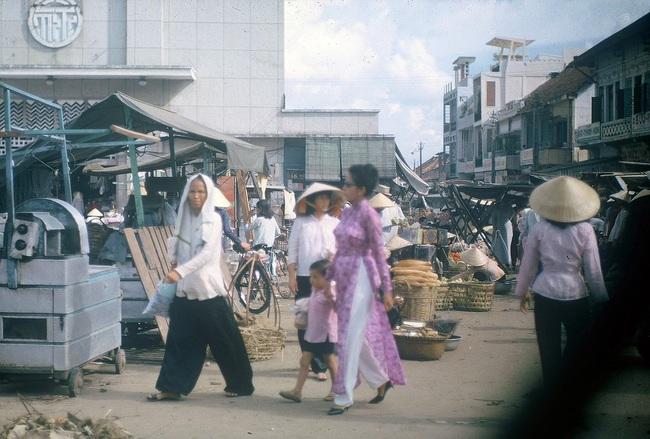 Ảnh hiếm về chợ Bà Chiểu ở Sài Gòn nửa thế kỷ trước - Ảnh 1.