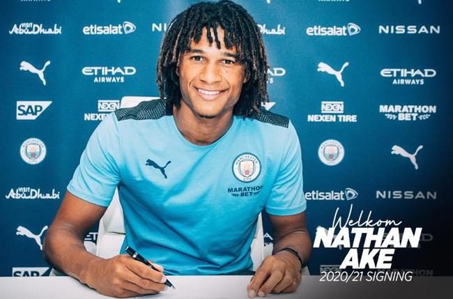 Ake ký hợp đồng với Man City