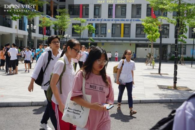 Hà Nội bất ngờ hạ điểm chuẩn thi vào lớp 10 nhiều trường chuyên và không chuyên - Ảnh 4.