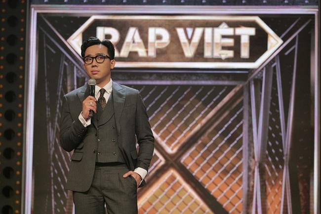 """Nam rapper được Trấn Thành rủ đi diễn hài nói gì trước ý kiến Đen Vâu không phù hợp ngồi """"ghế nóng"""" Rap Việt? - Ảnh 1."""