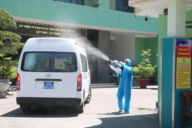 Canh gác tại bệnh viện Đà Nẵng, một công an nhiễm Covid-19 - Ảnh 1.