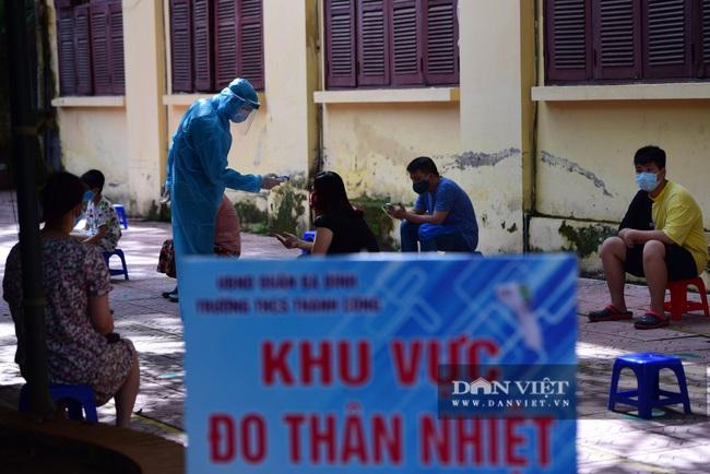 Người Hà Nội từ Đà Nẵng trở về đi xét nghiệm PCR - Ảnh 2.