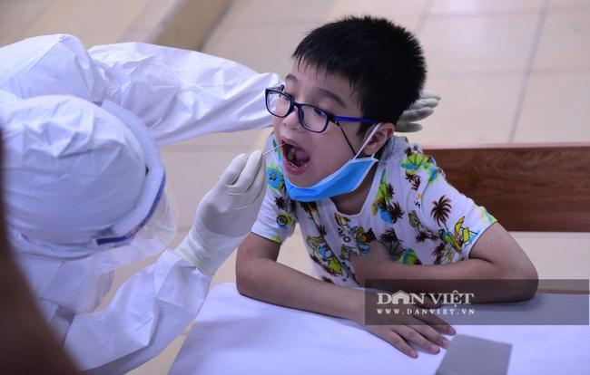Người Hà Nội từ Đà Nẵng trở về đi xét nghiệm PCR - Ảnh 8.
