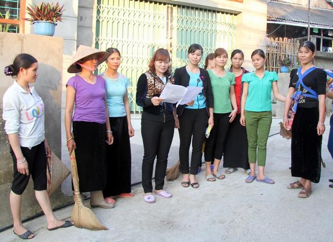 Chuyện lạ ở Lai Châu: Chị em rủ nhau đi… xin rác, làm gạch tái chế - Ảnh 1.