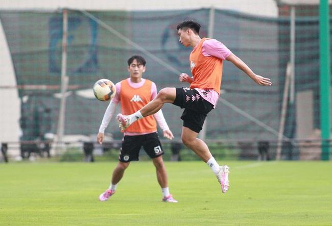 Văn Hậu vẫn chưa đủ thủ tục pháp lý để đá cho Hà Nội FC