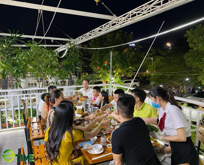 """Quảng Ninh: Nhà hàng vẫn """"sống khỏe"""" vì đảm bảo công tác phòng, chống dịch Covid -19 - Ảnh 8."""
