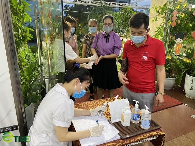 """Quảng Ninh: Nhà hàng vẫn """"sống khỏe"""" vì đảm bảo công tác phòng, chống dịch Covid -19 - Ảnh 6."""