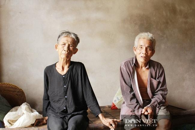 Hà Tĩnh: Nỗi đau xé lòng người cha 82 tuổi xích con tâm thần và nuôi vợ bệnh tật - Ảnh 1.