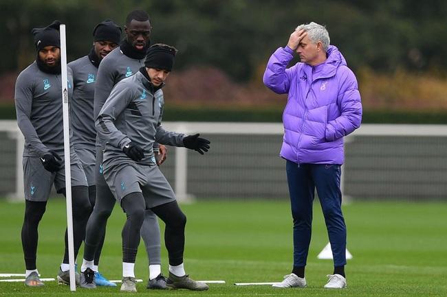 """HLV Jose Mourinho: """"Đá 9 trận trong 22 ngày thì không phải là người"""" - Ảnh 1."""