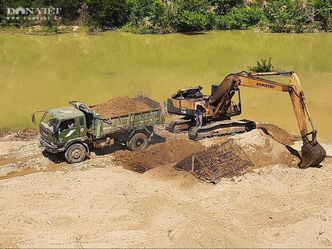 Quảng Trị: Khai thác cát sỏi bất chấp lệnh dừng hoạt động - Ảnh 2.