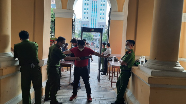 Đang xét xử nguyên Phó chủ tịch UBND TP.HCM Nguyễn Thành Tài - Ảnh 3.