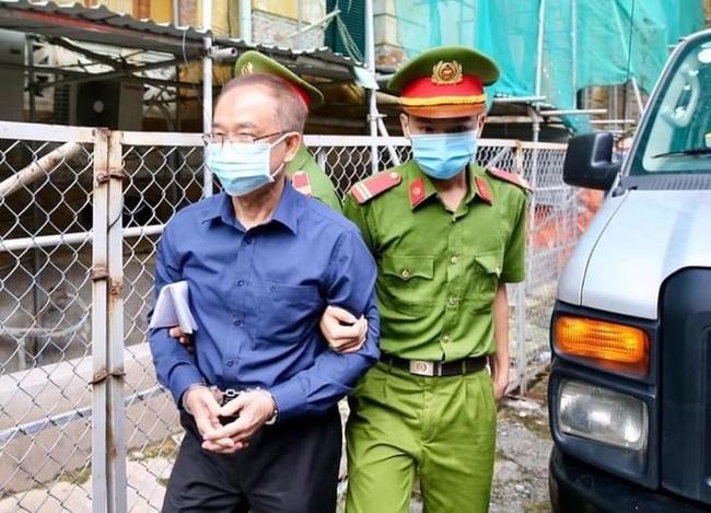 Xét xử nguyên Phó chủ tịch UBND TP.HCM Nguyễn Thành Tài: Ông Tài khai sinh ra ở Campuchia, có 2 bằng thạc sĩ - Ảnh 1.