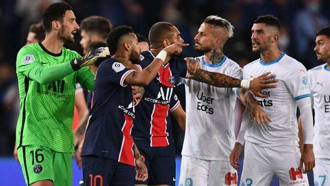 """Ẩu đả với hậu vệ Marseille, Neymar chỉ bị """"giơ cao, đánh khẽ"""" - Ảnh 1."""