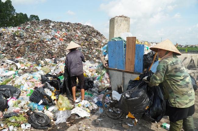 """Bắc Ninh: Biến rác bếp, rác chợ thành phân hữu cơ, tưới đường hoa, ruộng lúa, rau xanh mướt, ăn """"ngon, giòn và an toàn"""" - Ảnh 5."""