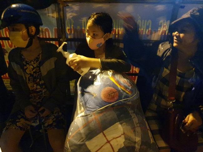 Đà Nẵng: Khẩn trương sơ tán người dân trong đêm đến nơi tránh bão - Ảnh 5.