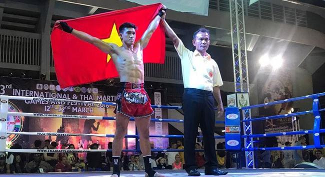 Clip: Nguyễn Trần Duy Nhất đấm gục võ sĩ Thái Lan trong 1 phút - Ảnh 1.