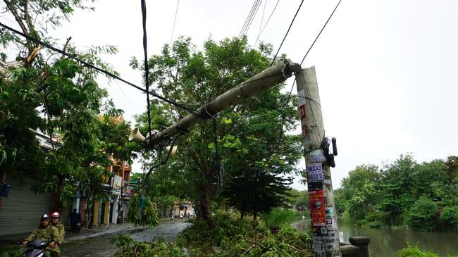 Huế báo cáo thiệt hại bão số 5, người thương vong và nhà cửa hư hại tăng mạnh  - Ảnh 3.